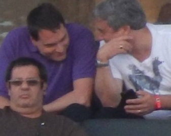 """Fábio Seródio (abaixo) e Eduardo """"gaguinho"""" Ferreira (ao fundo)"""